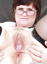 Slavomira the dirty mommy trouble oneself tests her hole with a expander